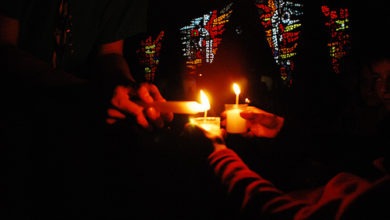 Photo of La Luz de la Paz de Belén iluminará mañana Santiago de Compostela