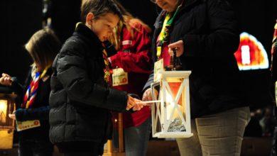 Photo of Catequista ilumina el mundo con las celebraciones y oraciones de la Luz de la Paz de Belén